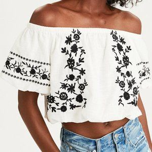 AEO EMBROIDERED OFF THE SHOULDER CROP TOP